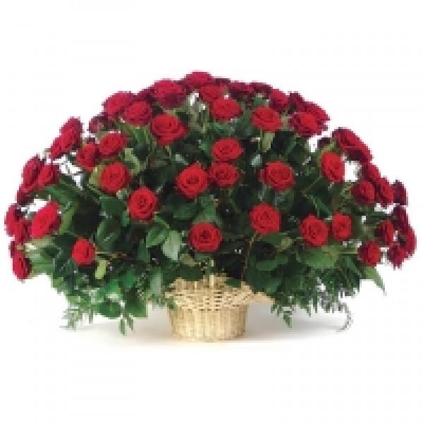 """""""Приятный сюрприз"""" Корзина из 35 красных Российских роз."""
