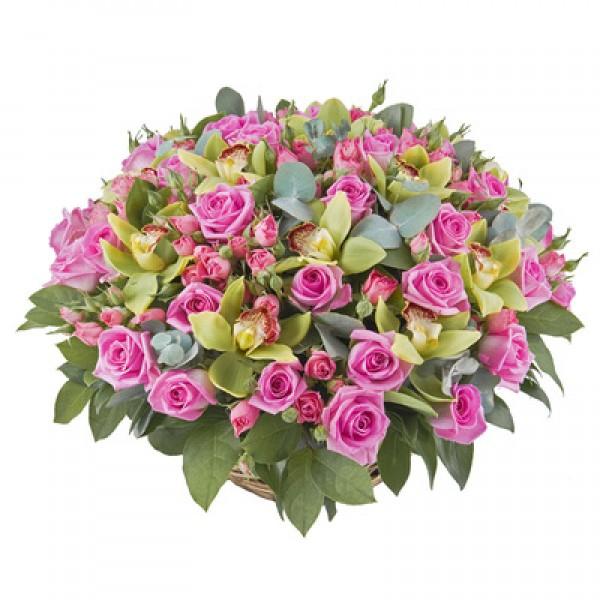 Великолепная корзина из роз и орхидей
